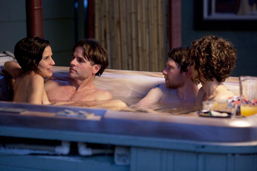 Haben Jen (r.), Tahl (2.v.r.), Michael (2.v.l.) und Kamala (l.) wirklich keine Geheimnisse voreinander? - Bildquelle: Lucas North Showtime Networks Inc. All rights reserved.