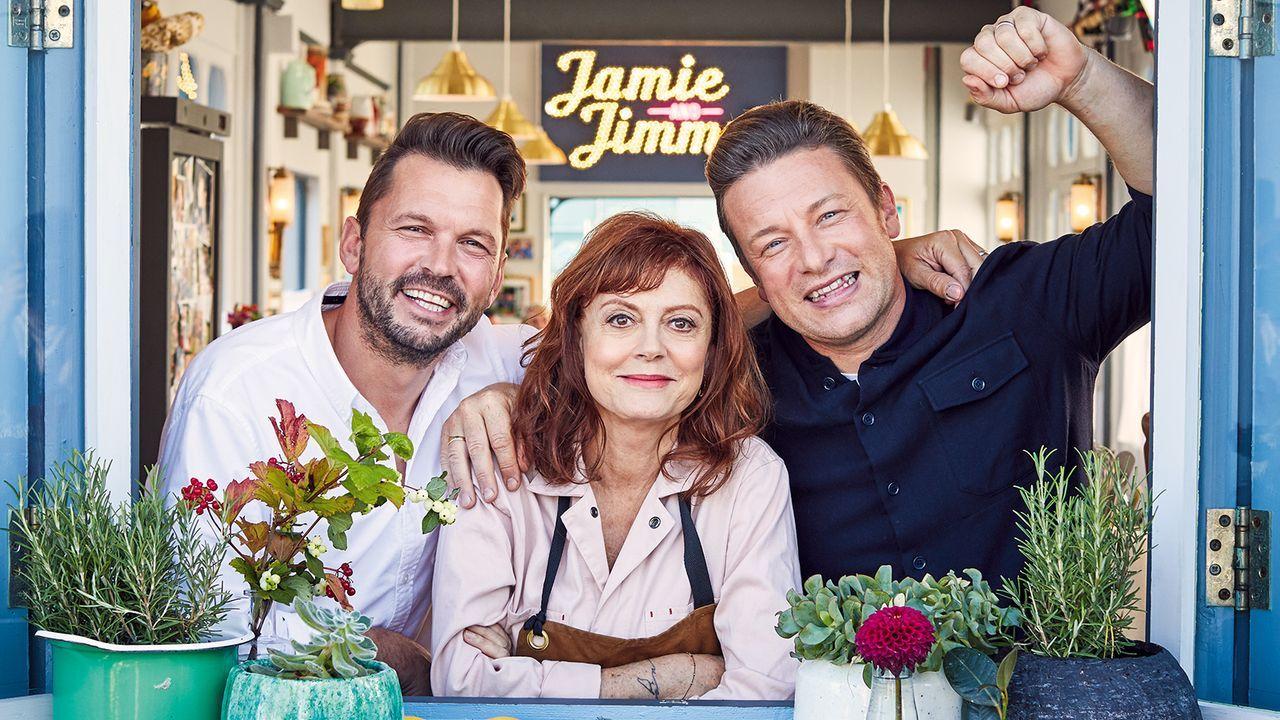 (v.l.n.r.) Jimmy Doherty; Susan Sarandon; Jamie Oliver - Bildquelle: 2019 Jamie Oliver Enterprises ltd.