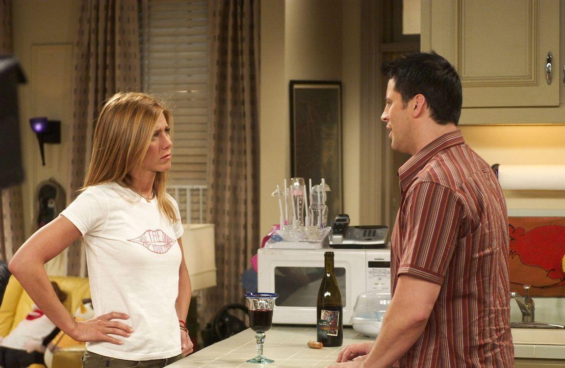 Vom schlechten Gewissen geplagt: Joey (Matt LeBlanc, r.) und Rachel (Jennifer Aniston, l.) ... - Bildquelle: 2003 Warner Brothers International Television