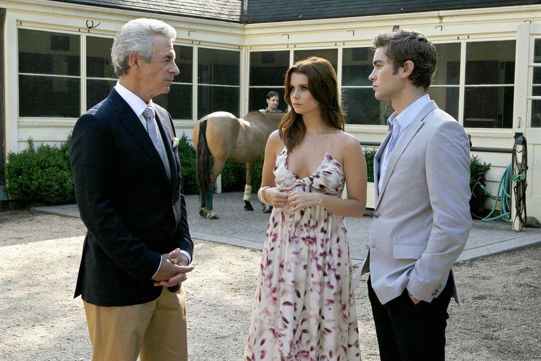 Nates (Chace Crawford, r.) Großvater (James Naughton, l.) will ihm und Bree (Joanna Garcia, M.) zeigen, dass er ihre Beziehung akzeptiert - doch tut... - Bildquelle: Warner Brothers