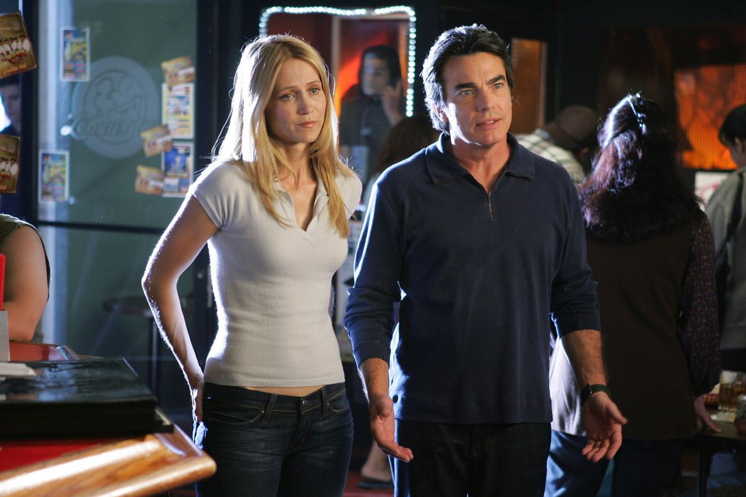 Seth befürchtet, dass Ryan eine Dummheit begehen könnte und erzählt seinen Eltern, dass sie in Mexiko sind. Daraufhin reisen Sandy (Peter Gallagh... - Bildquelle: Warner Bros. Television