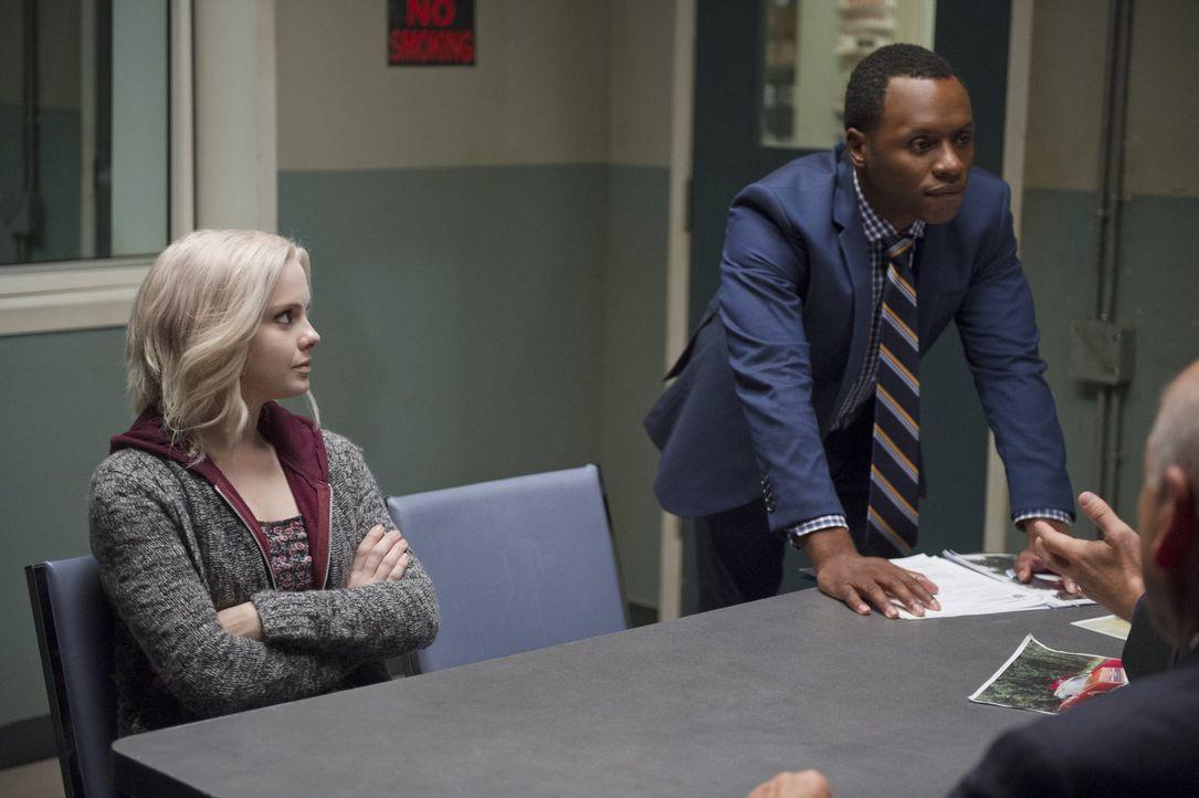 Als Liv (Rose McIver, l.) überraschend eine Vision hat, muss sie nur noch Clive (Malcolm Goodwin, r.) davon überzeugen, dass ihre Anschuldigungen wi... - Bildquelle: Warner Brothers