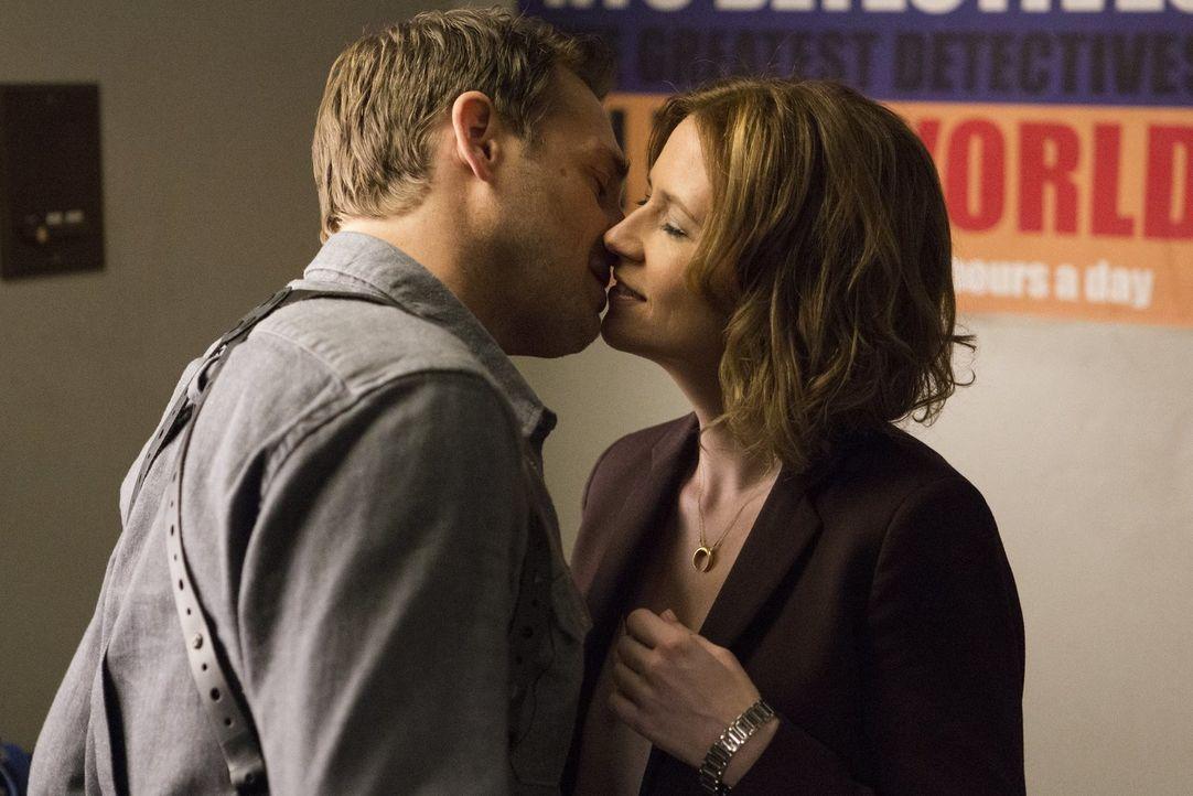 Wie wird es mit Jennifer (Jenna Fischer, r.) und Jake (Josh Lucas, l.) weitergehen? - Bildquelle: 2016 Warner Bros. Entertainment, Inc.