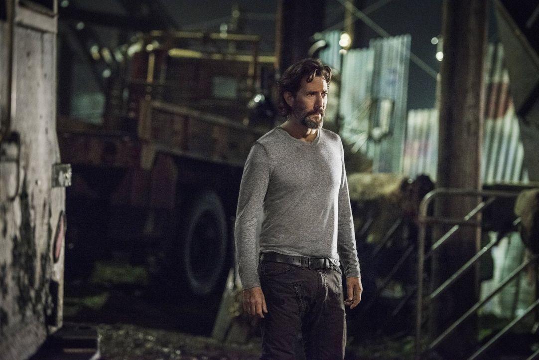 Die Kernschmelze fordert ihre ersten Opfer und Kane (Henry Ian Cusick) wird schmerzlich bewusst, wie schlecht es um das Überleben aller steht, wenn... - Bildquelle: 2016 Warner Brothers