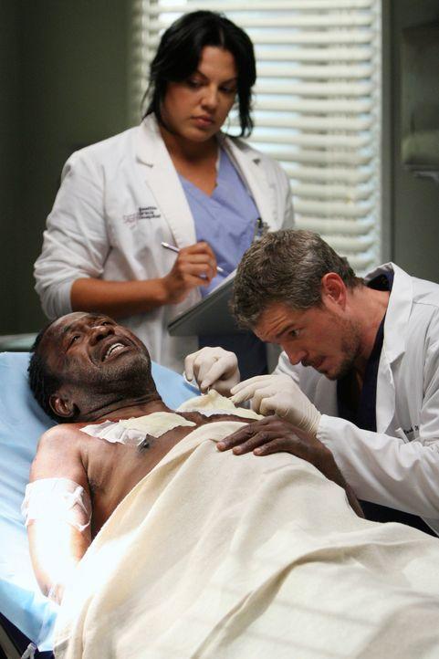Eine schlimme Explosion in einem Wohnhaus überrascht die Ärzte des Seattle Grace Hospitals. Unter den Opfern ist Archie (Ben Vereen, liegend), der... - Bildquelle: Touchstone Television