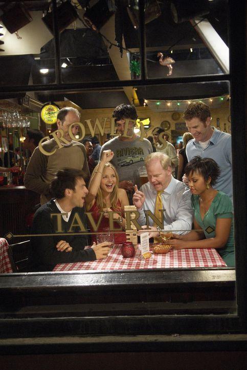 Amüsieren sich in ihrer Stammkneipe (v. hinten l. nach vorne r.): Kenny (Michael Bunin), Brendan (Reid Scott), Mike (Jamie Kaler), Bobby (Kyle Howa... - Bildquelle: 2006 Sony Pictures Television Inc. All Rights Reserved.