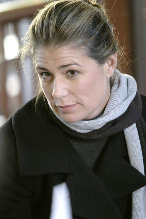An ihrem ersten Arbeitstag nach der Entführung wird Abby (Maura Tierney) von ihren Kollegen im County freudig begrüßt, doch schon bald merkt sie, da... - Bildquelle: WARNER BROS