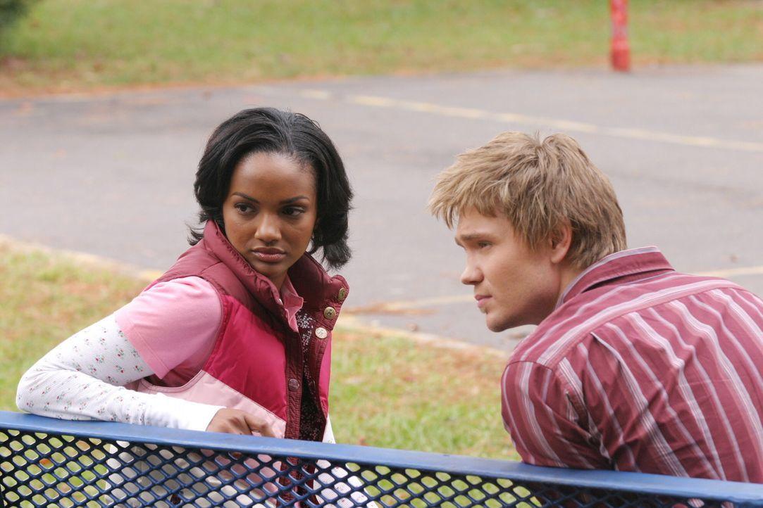 Wenn sich zwei Schulfreunde wiedersehen, gibt es viel zu erzählen: Bei Lucas (Chad Michael Murray, r.) und Faith (Mekia Cox, l.) ist das nicht ande... - Bildquelle: Warner Bros. Pictures