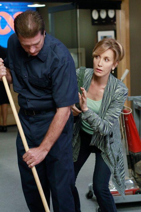 Lynette (Felicity Huffman, r.) hat erfahren, dass Tom mit Jane nach Paris fliegen möchte, da sie ihm aber unbedingt die Wahrheit erzählen möchte, ma... - Bildquelle: ABC Studios