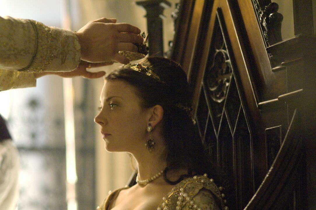 Krönung zur Königin von England: Anne Boleyn (Natalie Dormer) ... - Bildquelle: 2008 TM Productions Limited and PA Tudors II Inc. All Rights Reserved.