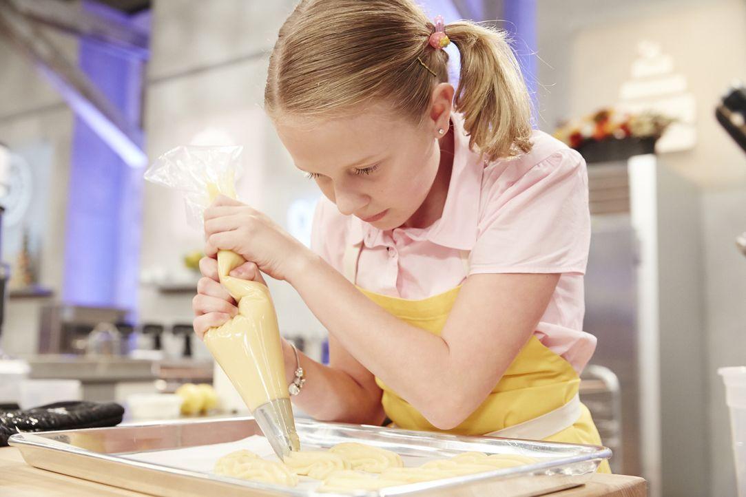 Jane Haviland bereite Eclaires mit Lemon Mascapone Crème vor. Wie wird das der Jury schmecken? - Bildquelle: Greg Gayne 2015, Television Food Network, G.P. All Rights Reserved