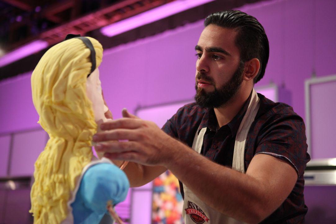 Mit seiner Alice-Figur hofft Tony Albanese (Bild) den Production-Designer und Filmemacher von Disney (Mike Gabriel) überzeugen zu können und das Pre... - Bildquelle: 2016,Television Food Network, G.P. All Rights Reserved