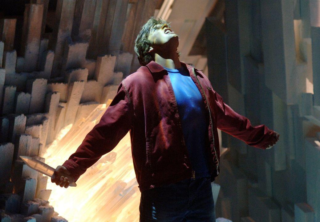 Kaum auf den fremden Planeten angekommen, erwarten Clark (Tom Welling) die ersten Probleme: Wie soll er nur Chloe retten? - Bildquelle: Warner Bros.