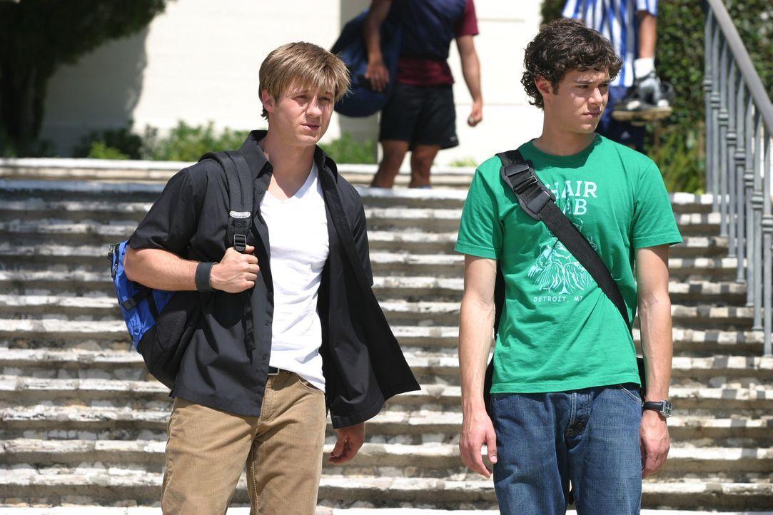 Planen Marissas Rettung aus der geschlossenen Abteilung des Krankenhauses: Seth (Adam Brody, r.) und Ryan (Benjamin McKenzie, l.) ... - Bildquelle: Warner Bros. Television