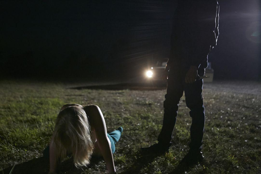 Colene (Mandi Nicholson) trifft sich mit ihrer Freundin Julie auf einen Kaffee, auf dem Heimweg werden die beiden entführt und durchleben einen Albt... - Bildquelle: Ian Watson Cineflix 2015