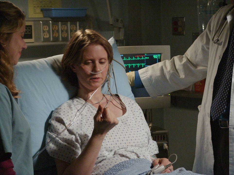 Die dreifache Mutter Ellie Shore (Cynthia Nixon) erleidet einen Schlaganfall. Sie kann nicht kommunizieren und ist rechtsseitig gelähmt. Die Ärzte i... - Bildquelle: WARNER BROS
