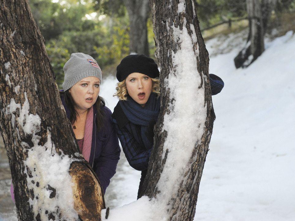 Machen einen schockierende Entdeckung: Dena (Melissa McCarthy, l.) und Samantha (Christina Applegate, r.) ... - Bildquelle: 2008 American Broadcasting Companies, Inc. All rights reserved.