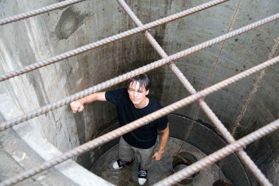 Nach seinem Fluchtversuch wird Ben (Gregory Smith) in ein dunkles Verlies geworfen, aus dem es kein Entkommen zu geben scheint. Doch dann gibt es ei... - Bildquelle: Chris Large