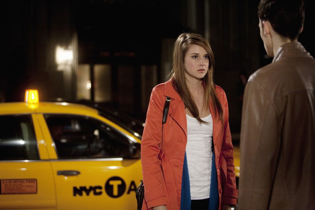 Ihren Umzug nach New York hat sich Amy (Shailene Woodley, l.) irgendwie einfacher vorgestellt und jetzt hat sie auch noch mit fiesen Gerüchten zu k... - Bildquelle: Randy Holmes 2010 Disney Enterprises, Inc. All rights reserved.