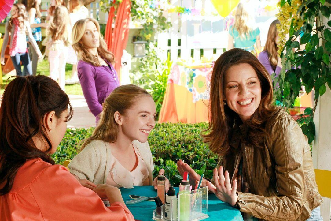 Auf Pennys (Darcy Rose Byrnes, vorne M.) erfährt Lynette (Felicity Huffman, hinten) von Jane (Andrea Parker, vorne r.), dass sie und Tom zusammenzie... - Bildquelle: Touchstone Pictures