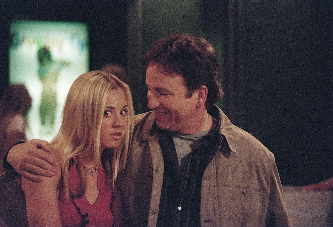 Immer wieder setzt Bridget (Kaley Cuoco, l.) ihrem Vater Paul (John Ritter, r.) gewaltig zu. Der genervte Vater versteht die Welt nicht mehr ... - Bildquelle: ABC, Inc.