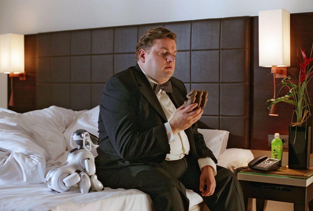 Ulis (Christoph Hagen Dittmann) Großvater hat ihm die Figur mit den drei Affen damals aus Japan mit den Worten mitgebracht, dass sie ihn eines Tage... - Bildquelle: Marco Nagel Sat.1
