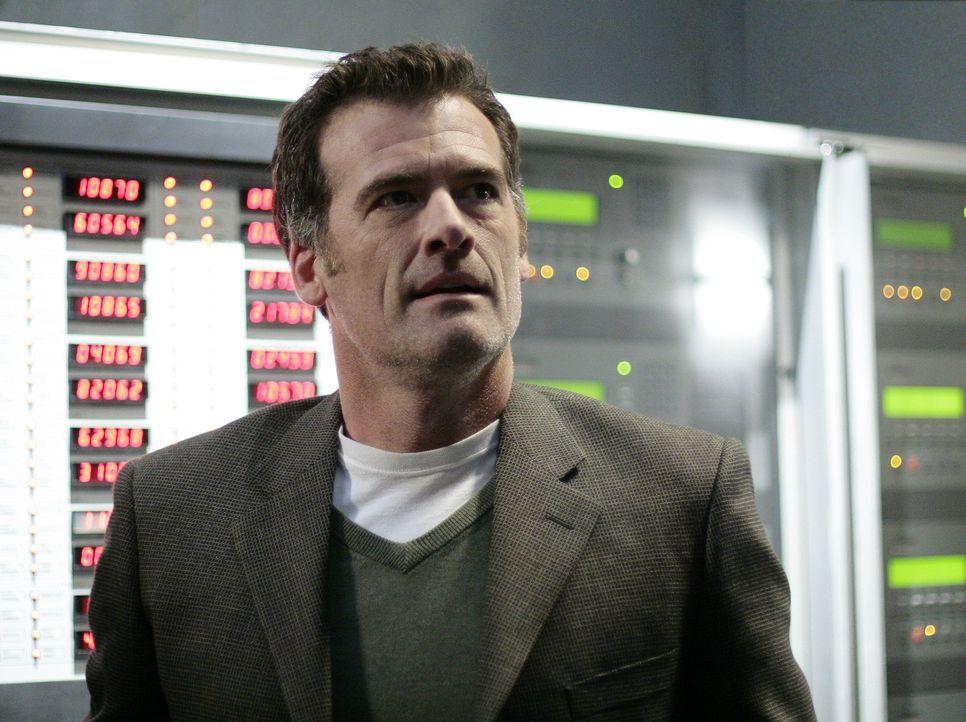 Stephen (Bruce Thomas) begleitet seinen Ziehsohn zu Madacorp, um ihm dabei zu helfen, alle Computer der gefährlichen Firma zu zerstören ... - Bildquelle: TOUCHSTONE TELEVISION