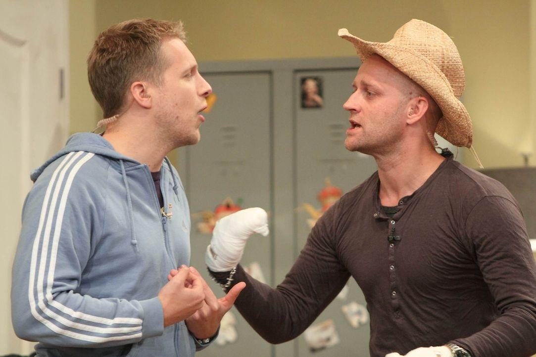 Oliver (l.) ist nicht bereit, Jürgen (r.) so zu unterstützen wie er es gerne hätte ... - Bildquelle: Frank Hempel SAT.1