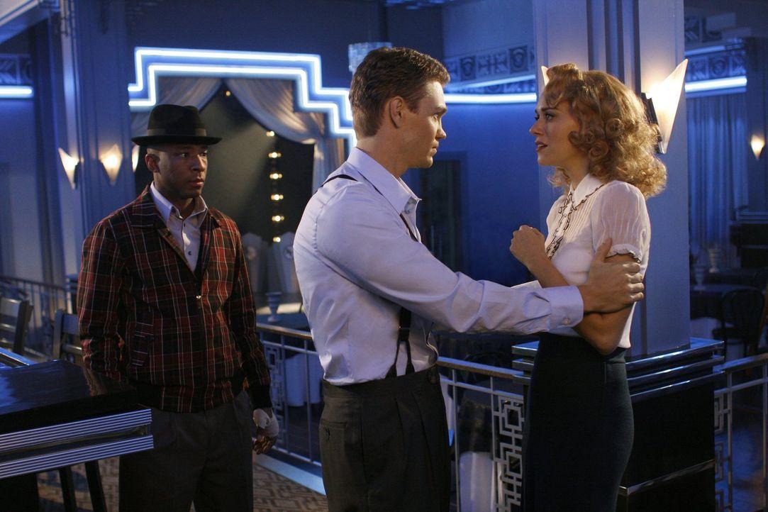 In einem verrückten Traum von Lucas (Chad Michael Murray, M.) spielen auch Skills (Antwon Tanner, l.) und Peyton (Hilarie Burton, r.) eine Rolle ... - Bildquelle: Warner Bros. Pictures