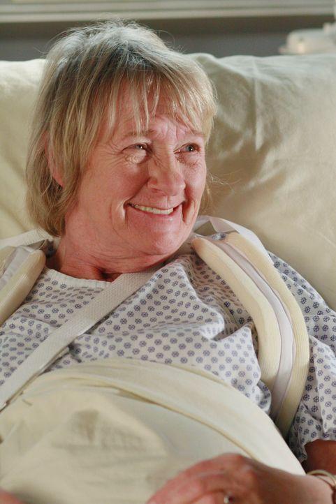 Nach ihrem Sturz wird Mrs. McClusky (Kathryn Joosten) ins Krankenhaus eingeliefert ... - Bildquelle: 2005 Touchstone Television  All Rights Reserved