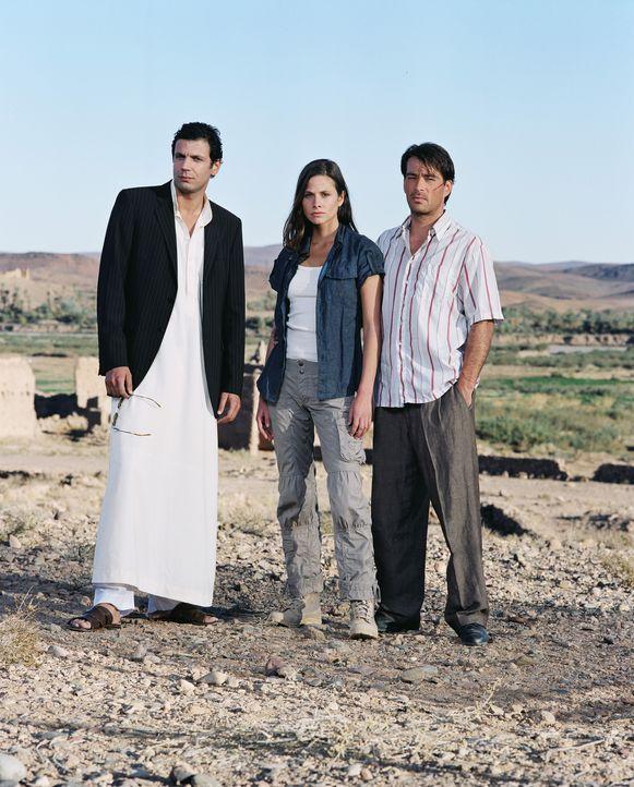 Machen sich daran, den schier übermächtigen Feind das Fürchten zu lehren: (v.l.n.r.) Tarik (Mehdi Nebbou), Julia (Ellenie Salvo Gonzalez) und Sas... - Bildquelle: ProSieben