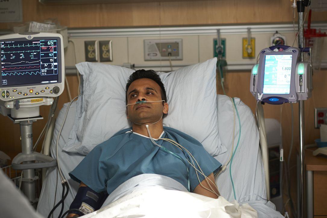 Wie weit würde Shahir (Huse Madhavji) gehen, um einer Patientin zu helfen? - Bildquelle: Ken Woroner 2014 Hope Zee Three Inc.