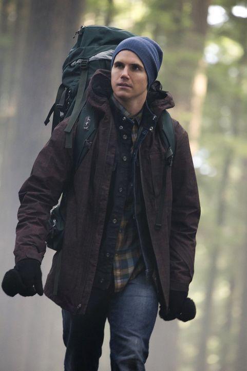 Während Stephen (Robbie Amell) mit seiner Mutter, seinem Bruder und dem seltsamen Freund seiner Mutter einen Familienausflug machen muss, braucht er... - Bildquelle: Warner Bros. Entertainment, Inc
