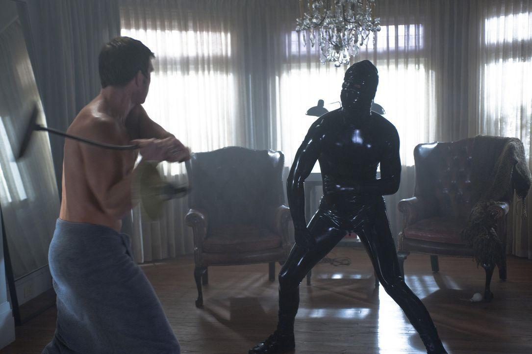 Es kommt zum Kampf zwischen Ben (Dylan McDermott, l.) und dem mysteriösen Latex-Mann ... - Bildquelle: 2011 Twentieth Century Fox Film Corporation. All rights reserved.