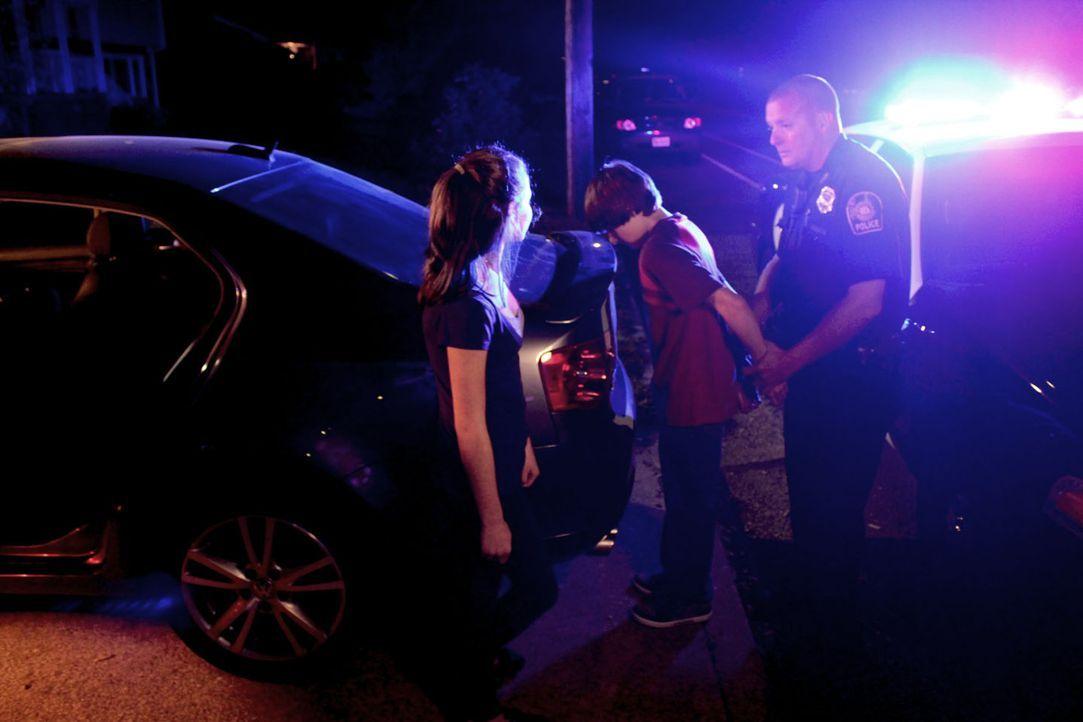 Bereits früher waren Missy (l.) und Jason (M.) ein Paar, das immer wieder mit der Polizei in Kontakt kam. Im Erwachsenenalter treffen sie schließlic... - Bildquelle: M2 Pictures