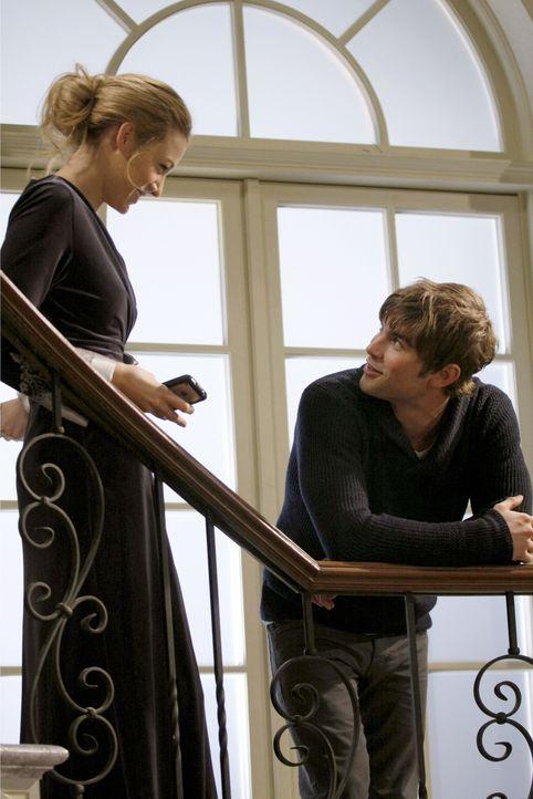 Nach Serenas (Blake Lively, l.) Zusammenbruch kümmern sich Nate (Chace Crawford, r.) und die anderen rührend um sie. Doch sie traut sich nicht, ih... - Bildquelle: Warner Bros. Television