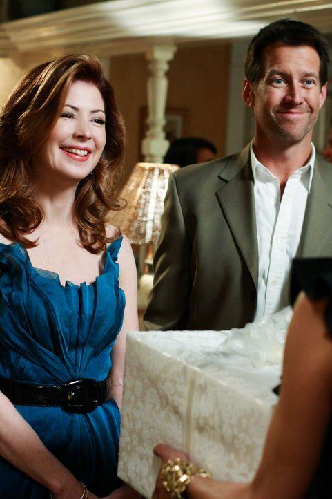 Ein kleines bisschen Hochzeit: Susan und Jackson wollen heiraten und geben deshalb eine Verlobungsparty. Katherine (Dana Delany, l.) und Mike (James... - Bildquelle: ABC Studios