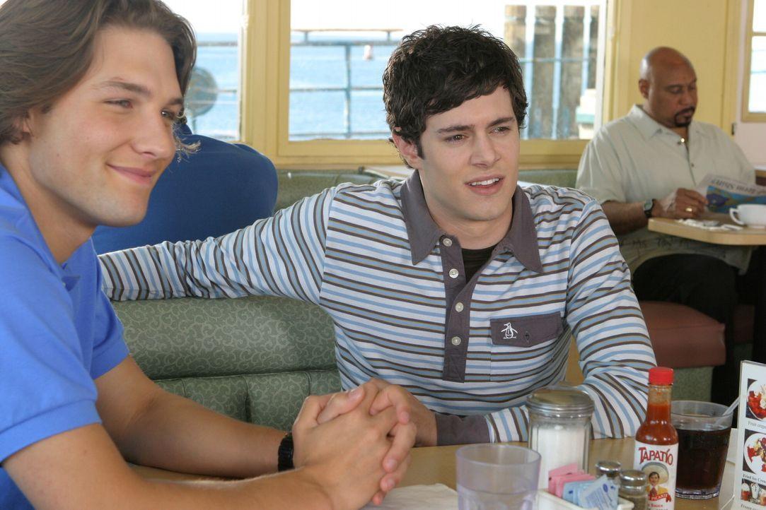 """Seth (Adam Brody, r.) und Zach (Michael Cassidy, l.) lernen endlich den Mitarbeiter des Comicverlags """"Bad Science"""" kennen ... - Bildquelle: Warner Bros. Television"""