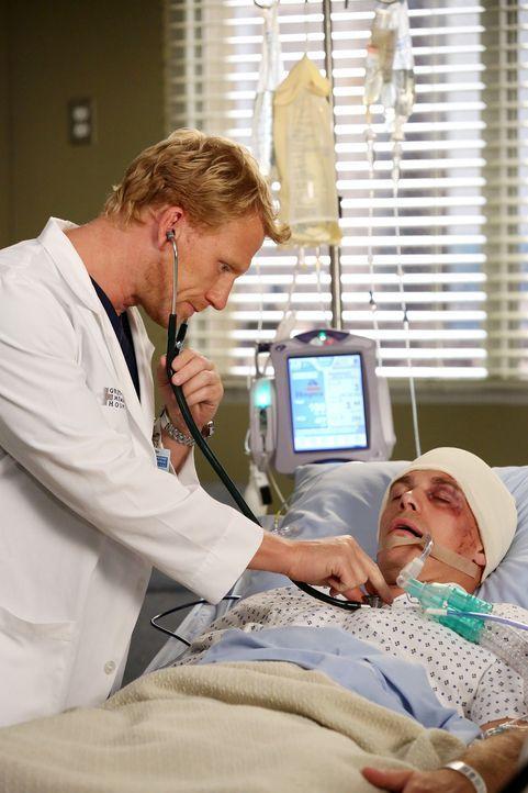 Ob Owen (Kevin McKidd, l.) und Callie ihr Roboter-Bein-Projekt durch den tragischen Unfall des Patienten (Michael Roark, r.) aufgeben werden? - Bildquelle: ABC Studios