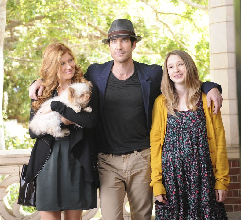 Zusammen mit seiner Frau Vivien (Connie Britton, l.) und seiner Tochter Violet (Taissa Farmiga, r.) plant Ben (Dylan McDermott, M.), in Los Angeles... - Bildquelle: 2011 Twentieth Century Fox Film Corporation. All rights reserved.