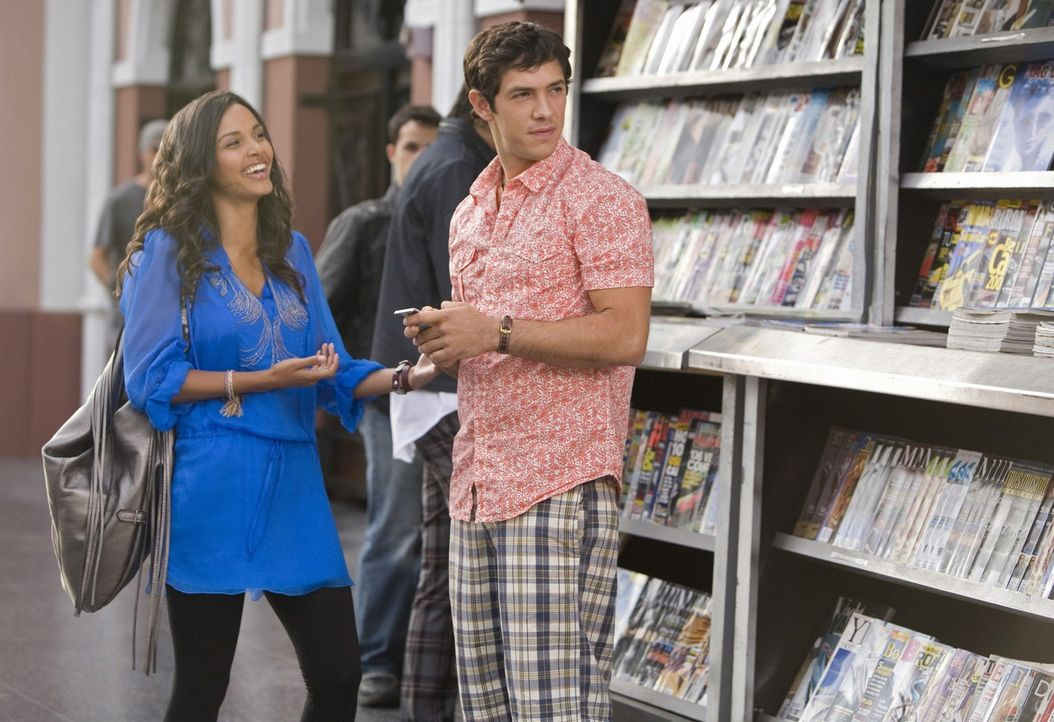 Sind sie so glücklich, wie sie scheinen oder ist ihre geplante Ehe zum Scheitern verurteilt? Riley (Jessica Lucas, l.) und Jonah (Michael Rady, r.) - Bildquelle: 2009 The CW Network, LLC. All rights reserved.