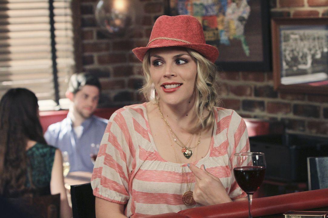 Steht Ellie in ihrer schweren Zeit mit Andys Verwandten bei: Laurie (Busy Philipps) ... - Bildquelle: 2010 ABC INC.