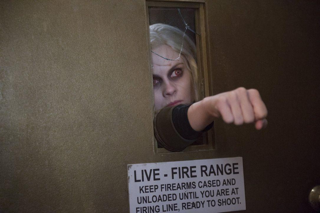 Als hätte Liv (Rose McIver) mit dem Auffinden des Zombiekillers nicht schon genug zu tun, macht sie auch noch eine erschütternde Entdeckung Majors n... - Bildquelle: 2017 Warner Brothers