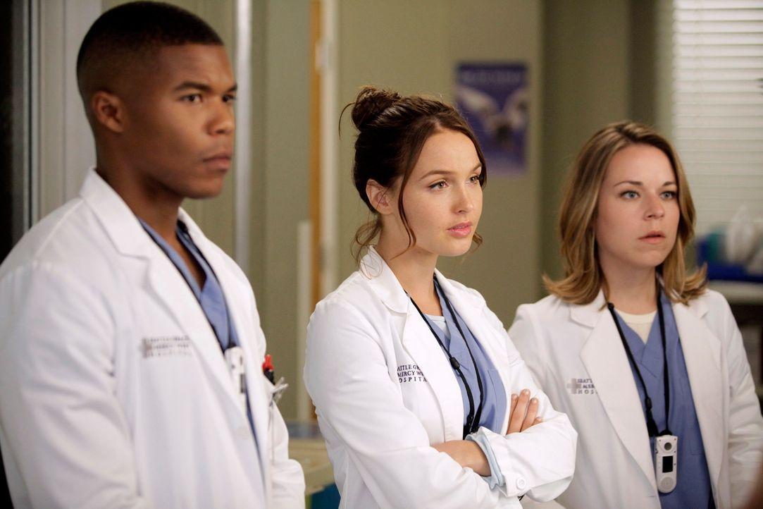 """Neue Herausforderungen warten auf Dr. Shane Ross (Gaius Charles, l.), Dr. Josephine """"Jo"""" Wilson (Camilla Luddington, M.) und Dr. Heather Brooks (Tin... - Bildquelle: ABC Studios"""