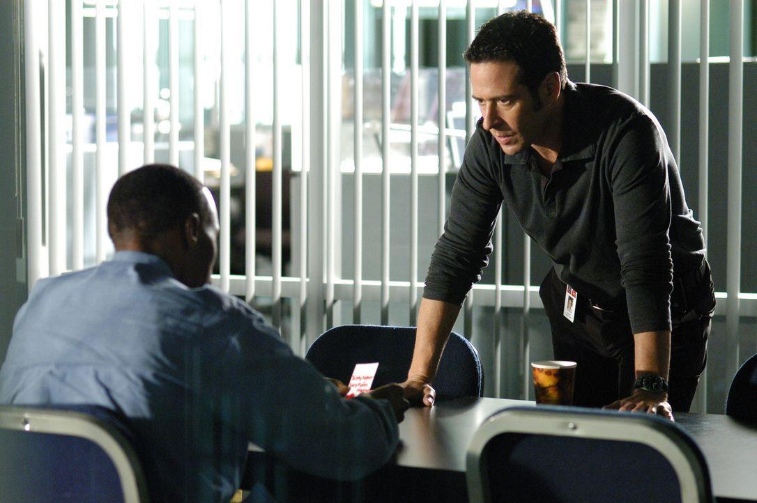 Don (Rob Morrow, r.) geht mit Pony Fuentes (Wood Harris, l.) einen Deal ein - ist das eine Fehler? - Bildquelle: Paramount Network Television