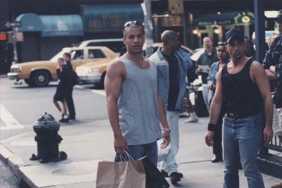 Als sich der junge Dealer Rick (Vin Diesel, l.) in seine Nachbarin verliebt, weiß er, dass er sich ändern muss, um deren Herz zu gewinnen. Doch das... - Bildquelle: Licensed by First Look Media  Inc.
