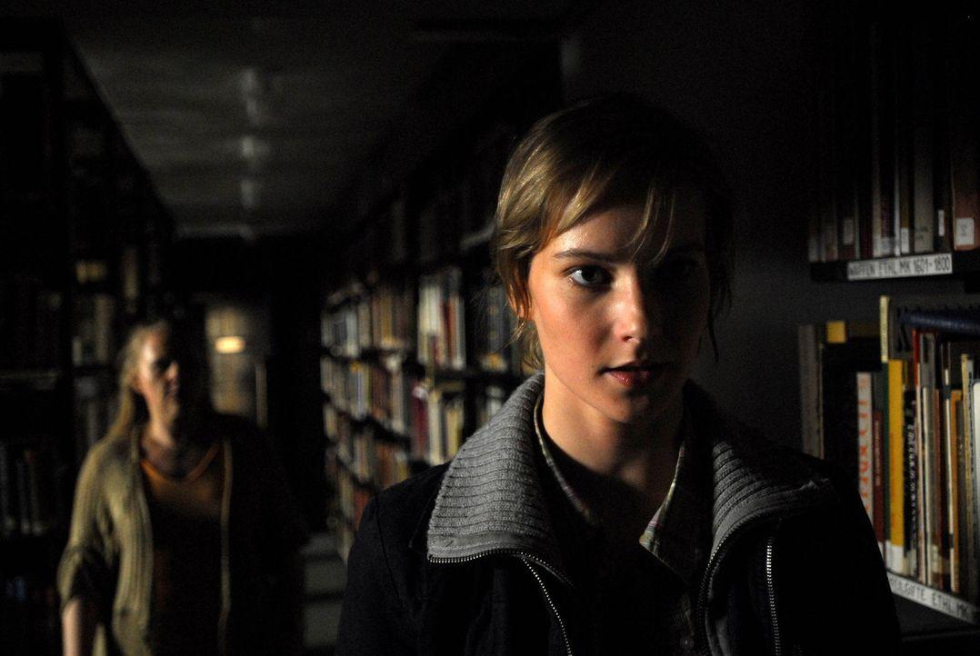 """Niemand will Helma (Teresa Weißbach) glauben, dass ein """"Gonger"""" ihr und das Leben ihrer Jugendfreunde bedroht. Da geschieht der erste Mord ... - Bildquelle: Uwe Ernst ProSieben"""
