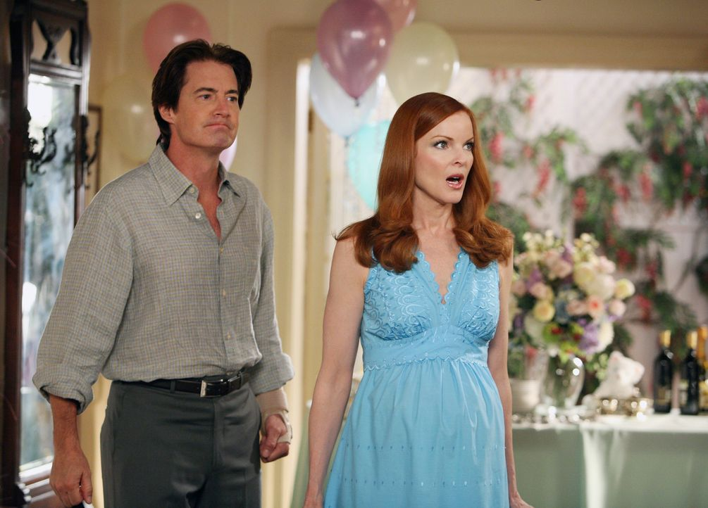 Bree (Marica Cross, r.) und Orson (Kyle (MacLachlan, l.) sind geschockt, als für sie eine Überraschungs-Babyparty veranstaltet wird ... - Bildquelle: ABC Studios