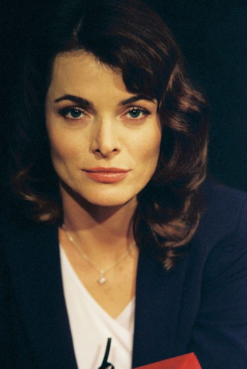 Die Anwältin Lilah (Stephanie Romanov) von der kriminellen Anwaltskanzlei Wolfram & Hart heckt wieder einmal einen teuflischen Plan aus ... - Bildquelle: 20th Century Fox. All Rights Reserved.