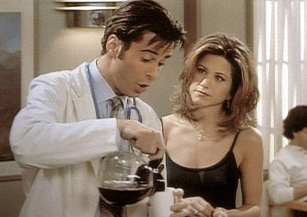 Doktor Rosen (Jonathan Silverman, l.) erklärt Rachel (Jennifer Aniston, r.), dass es als Geburtshelfer schwierig ist, sich auch privat mit Frauen z... - Bildquelle: TM+  2000 WARNER BROS.
